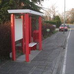 """The shelter of the southern Bavoort stop. The glass in the shelter is imprinted with """"Provincie Utrecht"""" (Utrecht province)"""