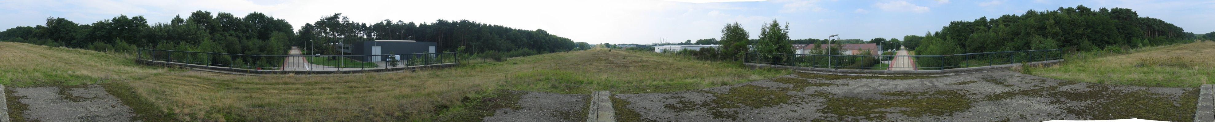 View from top of the Nijverheidsweg bridge in Ham