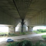 """Looking towards the western bank. The far pylon of the left bridge has a plaque """"HAM KM 72.777"""" (being the name of the nearby hamlet and the kilometre point of this bridge)"""