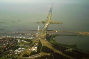PD by Jan Arkestein - https://commons.wikimedia.org/wiki/File:Netherlands_Afsluitdijk.jpg